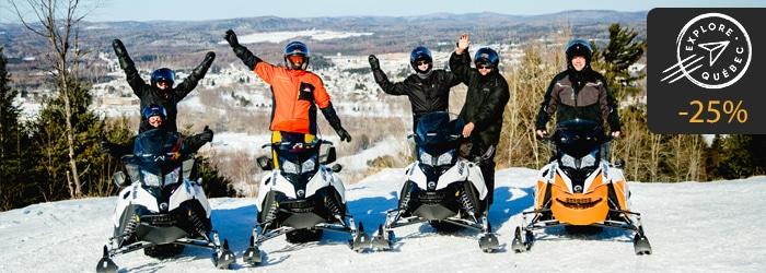 Groupe d'amis en motoneige